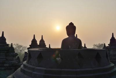 ボロブドゥールから見る幻想的な朝日 インドネシア・シンガポールの旅3-1