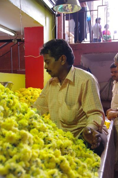 2015シルバーウィーク南インド旅◇15ーバンガロール シティマーケット・花とおじさん
