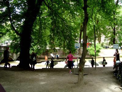 船頭二人のミュンヘン ☆英国庭園のサーフイン、芸術の家で見たものは?、ケーニヒ広場、ヴィクトアーリエンマルクト