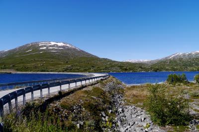 ノルウエーフィヨルドドライブ1700? 23-美しく青きBreiddalsvatnet,国道15号線沿いの湖