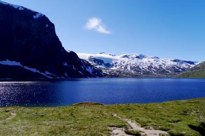 2015.8ノルウエーフィヨルドドライブ1771km 24-再度Dalsnibba入口に,StrynでSoftisを食べる