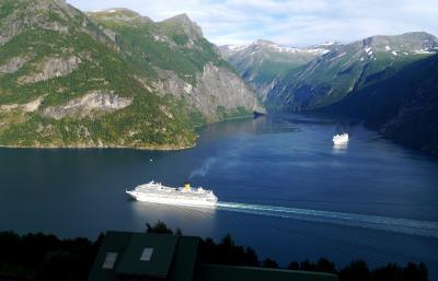 ノルウエーフィヨルドドライブ1700? 25-StrynからStrandaのコテージに帰る,巨大客船の競演