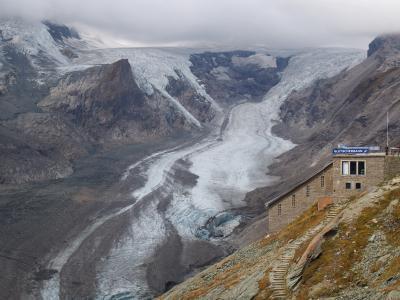 オーストリア最高峰の眺めと最大級の氷河を堪能
