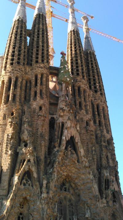 女性一人でもOK、ツアーで巡るスペイン・ポルトガル10日間 その1 羽田~バルセロナ