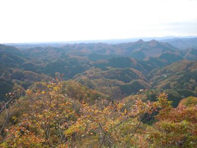 紅葉の奥久慈男体山、健脚コースは鎖場がどんどん登場!