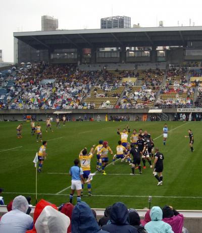 雨の中 ラグビートップリーグ観戦・・秩父宮ラグビー場
