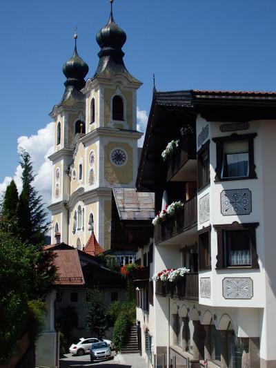 オーストリアのチロル&エーアヴァルト、ドイツのバイエルンの旅 【29】 セルとは反対側の谷ブリクセンタールにあるお花と壁絵の美しい村 Hopfgarten (^^♪