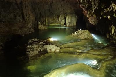 暗黒の地底に秘められた大自然の造形美