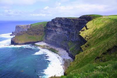 ギネスと雨の国アイルランド(6) 緑成すアイルランドの春の野と驚異の絶壁 モハーの断崖