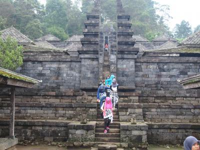 中年バックパッカー、エアアジアで行く初めてのインドネシアで世界遺産巡りの旅(*^^)v Vol.3 ソロ市内のスクー寺院とチュト寺院へ