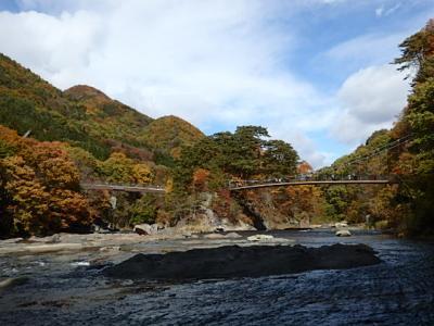 紅葉で楽しむ『吹割の滝』