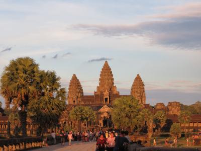 カンボジア 天空の寺院を訪ねて 2日目 その2 ~バンテアイ・クデイからアンコールワットへ~