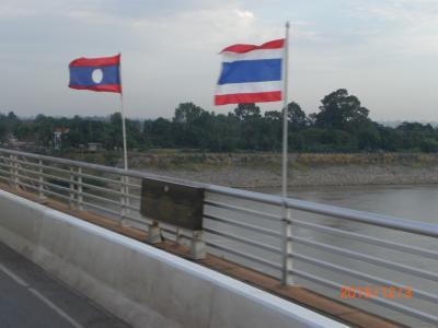 タイとラオスの間を、鉄道とバスで4回、国境を越えました。