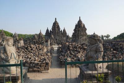 物語に思いを馳せる千の寺セウ、ツアーを終えてジャカルタへ インドネシア・シンガポールの旅3-6