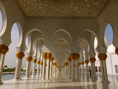 アラビアンクルーズ満喫の旅:5-6日目UAE/財力豊富な首都アブダビ