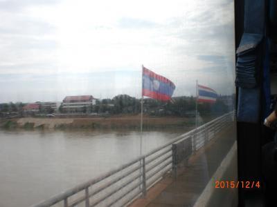 ラオスとタイの間を陸路で走る。(国境シャトルバス)
