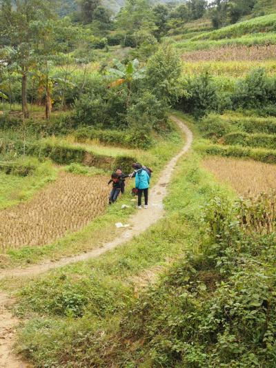 2015年11月 辺境マニア姉妹が行く中国→ラオス→ベトナムを陸路で周る13日間のドタバタ旅 9日目 花モン族のカラフル日曜市@バックハーで姉さんが事件です!?
