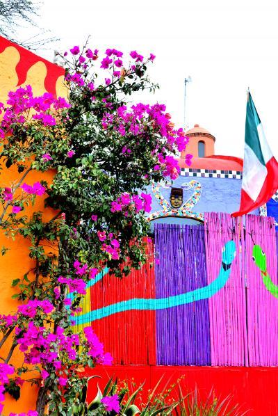 """カラフルワールド~メキシコの風~Vol.3""""サンミゲルデアジェンデ""""の郊外に現るガウディも岡本太郎もびっくりなシュールな館「Chapel of Jimmy Ray 」"""