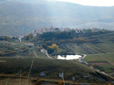 アブルッツォ州とモリーゼ州の旅 サント・ステーファノ・ディ・セッサーニオ (Santo Stefano di Sessanio)