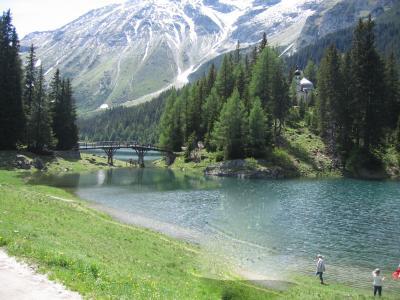 2011年、お孫ちゃま連れで、オーストリア&スイスの旅。(7) チロル最後の日、オーベルンベルクの湖と教会。