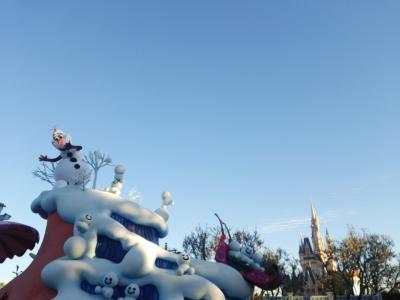 東京ディズニーランド。フローズンファンタジー「みんなのためなら溶けてもいいよ  (笑)」byオラフ