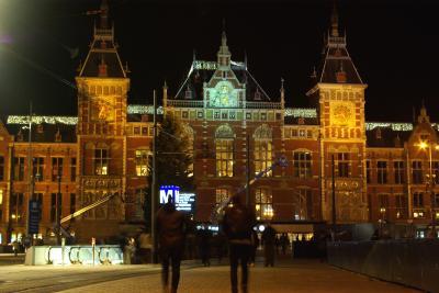 アムステルダムの夜のちょこっと散歩と、国鉄で大ピンチ!聞こえてきた音は・・・