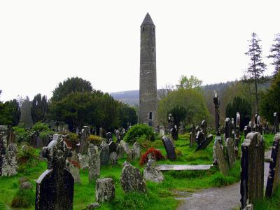 ギネスと雨の国アイルランド(9) 山中の初期キリスト教会の遺跡グレンダーロッホとダブリンの国立美術館