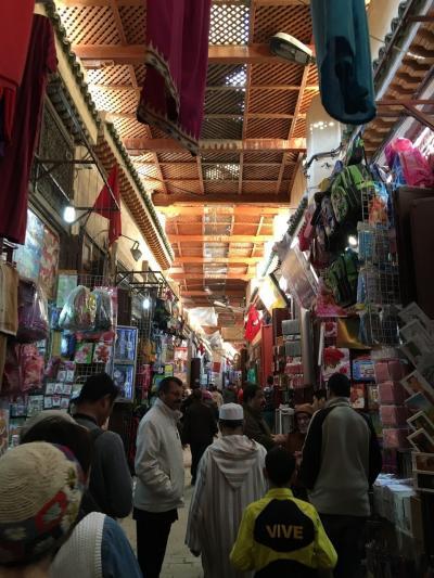 カタール航空で行くモロッコ夢紀行、青い町と砂漠の旅10日間-④日目-世界一の迷路フェズへ