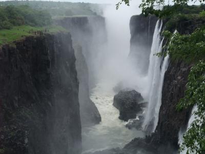 南アフリカ旅日誌 三日目、ビクトリアフォールズで滝に打たれる