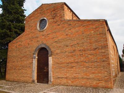 アブルッツォ州とモリーゼ州の旅 サンタ・マリア・デル・ラーゴ修道院(Abbazia di Santa Maria del Lago)