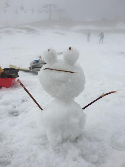 子供と雪遊び