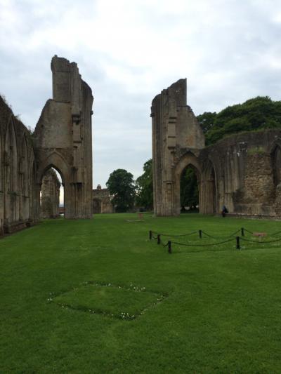 イギリス:UK2014-Glastonbury(グラストンベリー)~ドイツでの結婚式からハネムーンイギリスへ⑧ セントマイケルズレイラインの旅-3 グラストンベリー・アビー、ウェルズ大聖堂~