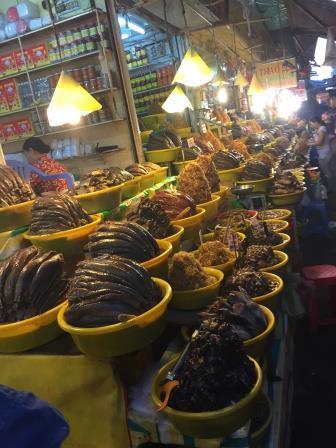 朝のチャウドック(マム)市場で、ベトナム最後?の食事を