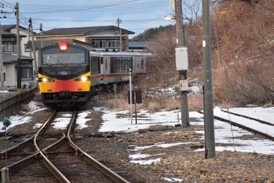 冬の日本海を走る五能線の旅(秋田)