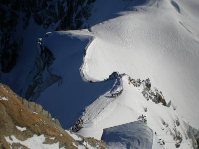 フランス シャモニー エギィーユ・ディ・ミディ展望台とモンテベール登山列車で氷のトンネル