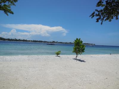 ロンボク島沖のギリ・メノに行き、なぜか泳がずに島をぶらぶらぐるりと一周。