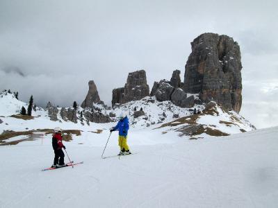 団塊夫婦のスキー&絶景の旅・2016ドロミテー(2)チンクエ・トッリを経てチベッタを滑走