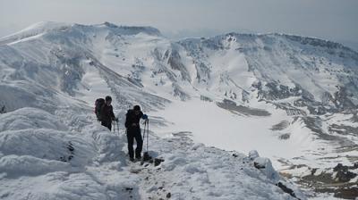 安達太良山・鉄山 自然が作り出す雪のアートを堪能