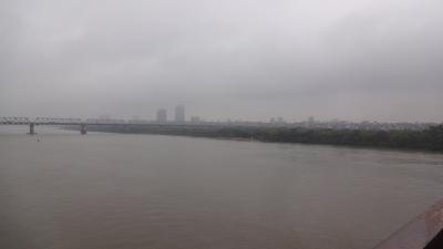 ベトナムは毎日どんより曇ってた その4 ロンビエン橋を渡ってみよう