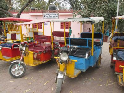 インド 「行った所・見た所」 アグラのアマル・ヤトリ・ニワス宿泊と市街地を見る