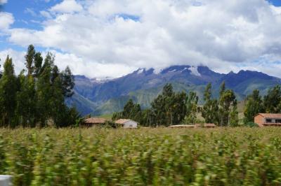 車と列車でアンデス山脈を眺めながらクスコとマチュピチュ間を移動。帰路列車を降りたパチャル駅前には驚愕の空中ホテルが!