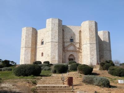 再びのイタリア、今度は親子で南イタリアへ (正八角形の謎の建物 カステル・デル・モンテ)