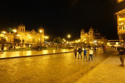 クスコ街歩き、前編 - 市場を中心に休日で賑わう町を歩く。