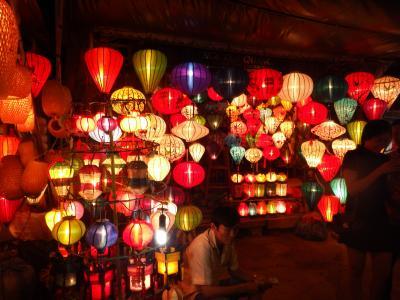 世界遺産ホイアン旧市街の夜景と灯篭流し~ホイアンでの夕食