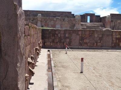 バスで巡るペルーとボリビア。。。ティワナク遺跡
