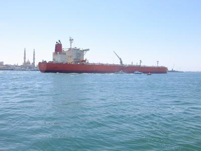 ポートサイードに行きスエズ運河を航行する大型船を見ようとしたが,見たのは1隻のみで残念
