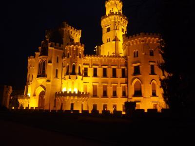 チェコでもっと美しい城館といわれるフルボカ城