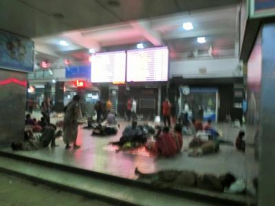 初インドを中国東方航空利用、手配旅行で行ってきました。①成田→上海→デリー→アグラ