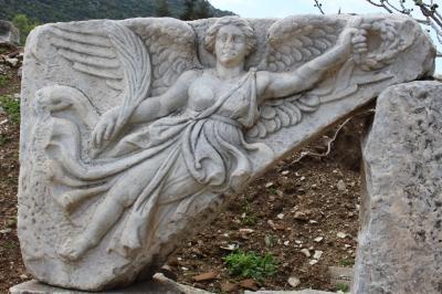 今日から夏時間。時計の針が1時間進みました。エーゲ海地方、聖母マリアの家・エフェソス神殿