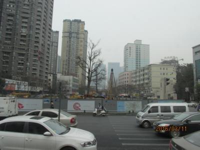 成都の3日間(15)成都の街を横切ってパンダ園へ。